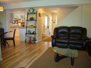 Photo 3: 15818 MCBETH RD in Surrey: King George Corridor Townhouse for sale (South Surrey White Rock)  : MLS®# F1438845