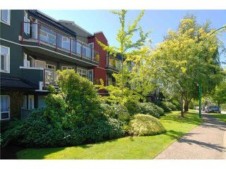 Photo 1: 206 121 W 29TH Street in North Vancouver: Upper Lonsdale Condo for sale : MLS®# R2151288