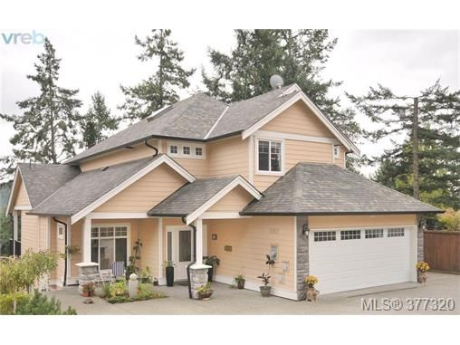 Main Photo: 2162 Bellamy Rd in VICTORIA: La Thetis Heights House for sale (Langford)  : MLS®# 757521