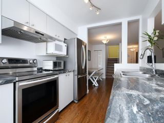 Photo 10: 12 2669 Shelbourne St in : Vi Jubilee Row/Townhouse for sale (Victoria)  : MLS®# 869567