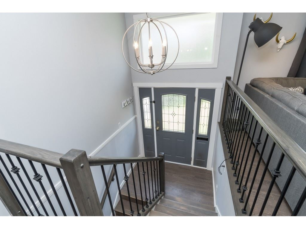 """Photo 3: Photos: 2669 VALEMONT Crescent in Abbotsford: Abbotsford West House for sale in """"West Clearbrook"""" : MLS®# R2460646"""