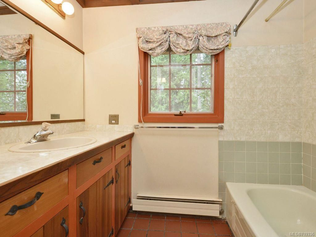 Photo 12: Photos: 5916 Bear Hill Rd in VICTORIA: CS Oldfield House for sale (Central Saanich)  : MLS®# 719336