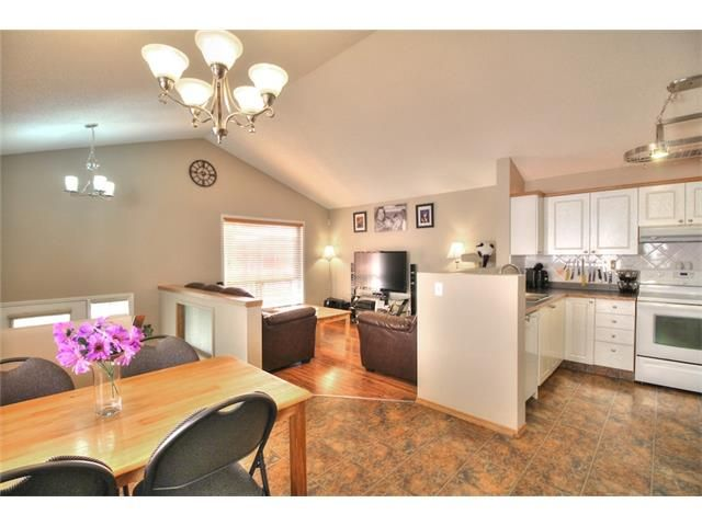 Photo 7: Photos: 89 BRIDLEWOOD Park SW in Calgary: Bridlewood House for sale : MLS®# C4033119