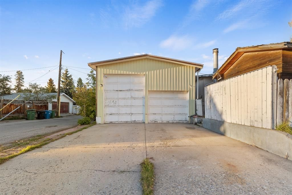 Main Photo: 302 Adams Crescent SE in Calgary: Acadia Detached for sale : MLS®# A1148541