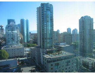 """Photo 2: 1602 928 RICHARDS Street in Vancouver: Downtown VW Condo for sale in """"SAVOY"""" (Vancouver West)  : MLS®# V670073"""