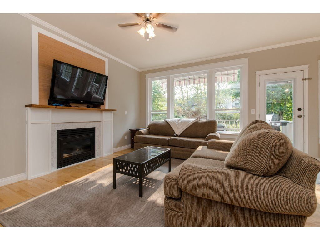 Photo 3: Photos: 5302 TESKEY Road in Sardis: Promontory 1/2 Duplex for sale : MLS®# R2300114