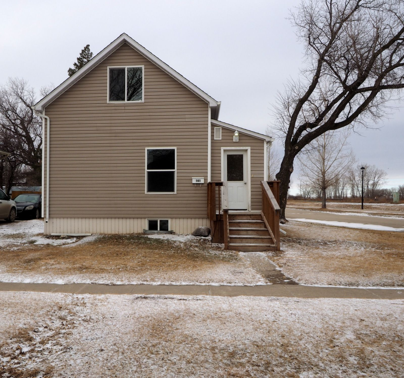 Main Photo: 141 11th Street NW in Portage la Prairie: House for sale : MLS®# 202100557