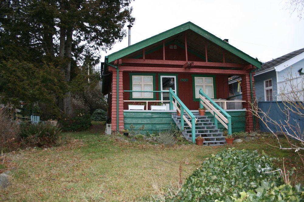 Main Photo: 15406 Victoria Avenue in White Rock: Home for sale : MLS®# F2803488