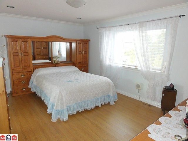 Photo 9: Photos: 18925 64TH Avenue in Surrey: Cloverdale BC House for sale (Cloverdale)  : MLS®# F1111649