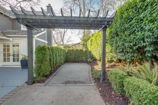 Photo 3: 1741 Patly Pl in : Vi Rockland House for sale (Victoria)  : MLS®# 861249