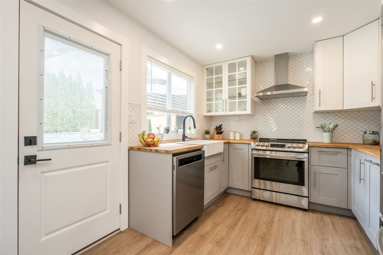 Photo 10: Photos: 23675 108 Loop in Maple Ridge: Albion House for sale : MLS®# R2447949