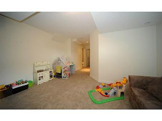 Photo 12: 90 COUGARTOWN Circle SW in CALGARY: Cougar Ridge Residential Detached Single Family for sale (Calgary)  : MLS®# C3522598