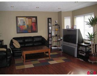 """Photo 2: 127 7333 140TH Street in Surrey: East Newton Townhouse for sale in """"Newton Park"""" : MLS®# F2820292"""