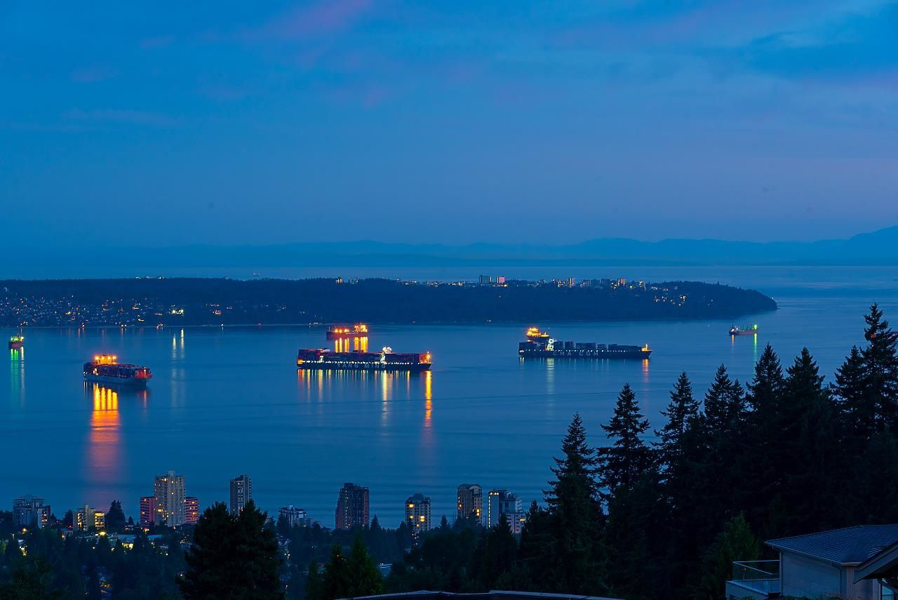 Main Photo: 1410 CHIPPENDALE Road in West Vancouver: Chartwell House for sale : MLS®# R2598628