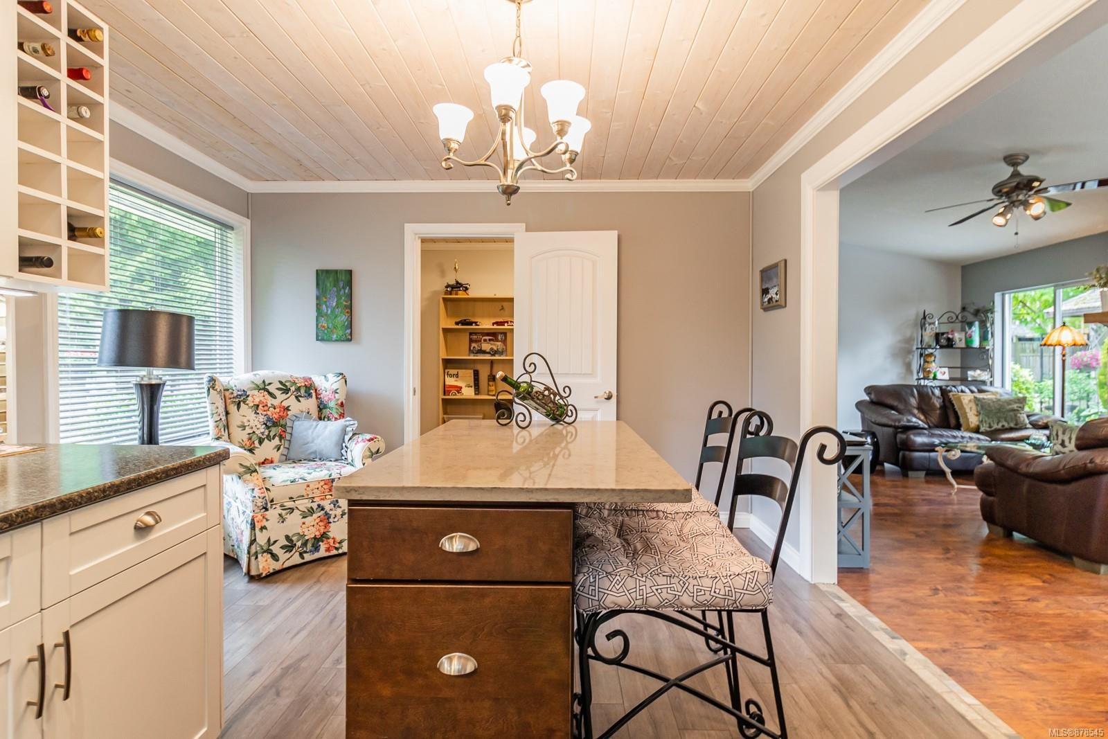 Photo 17: Photos: 1070 Symons Cres in : PQ Qualicum Beach House for sale (Parksville/Qualicum)  : MLS®# 878545