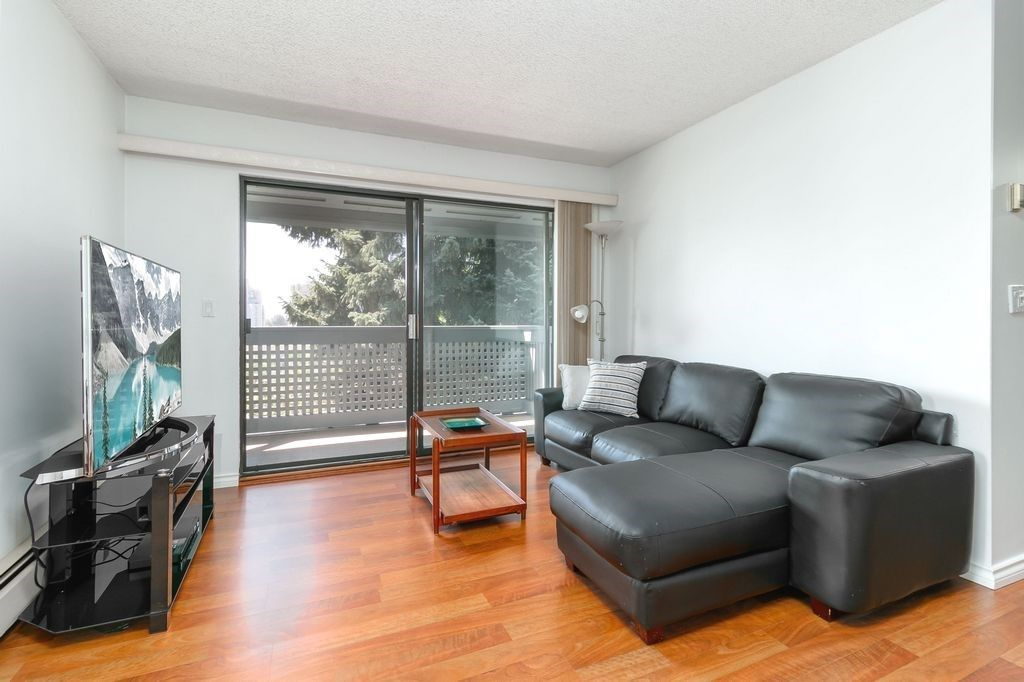 Photo 3: Photos: 304 109 TENTH Street in New Westminster: Uptown NW Condo for sale : MLS®# R2296434