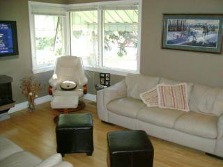 Photo 3: 339 DUFFIELD Street in WINNIPEG: St James Residential for sale (West Winnipeg)  : MLS®# 1020104