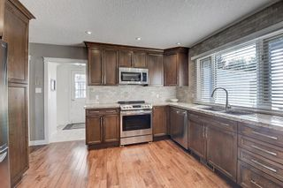 Photo 3: 2956 LATHOM Crescent SW in Calgary: Lakeview Detached for sale : MLS®# C4263838