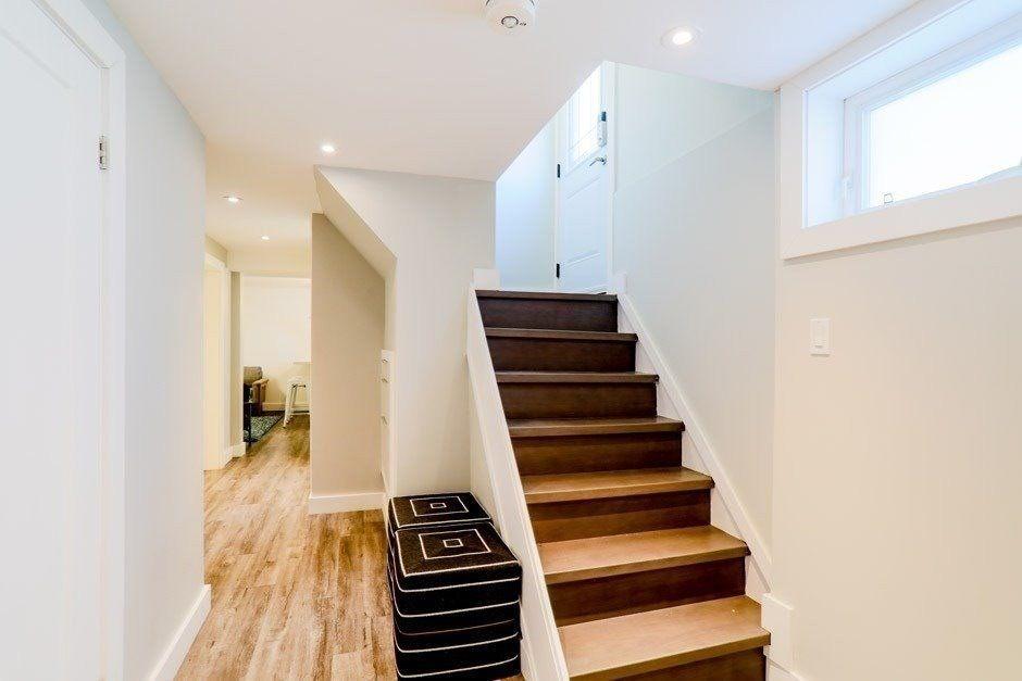 Main Photo: Lower 11 Austin Avenue in Toronto: South Riverdale House (1 1/2 Storey) for lease (Toronto E01)  : MLS®# E5257727