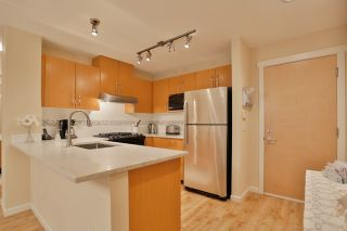 Photo 7: 102 400 KLAHANIE DRIVE in Port Moody: Port Moody Centre Condo for sale : MLS®# R2013966