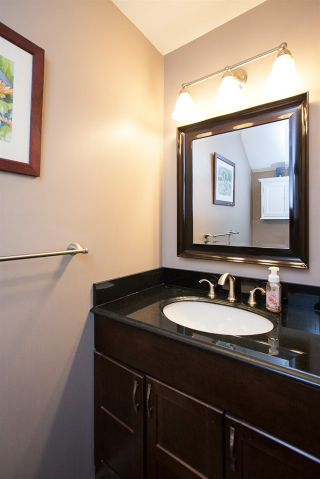 """Photo 11: 61 6465 184A Street in Surrey: Cloverdale BC Townhouse for sale in """"Rosebury Lane"""" (Cloverdale)  : MLS®# R2163634"""