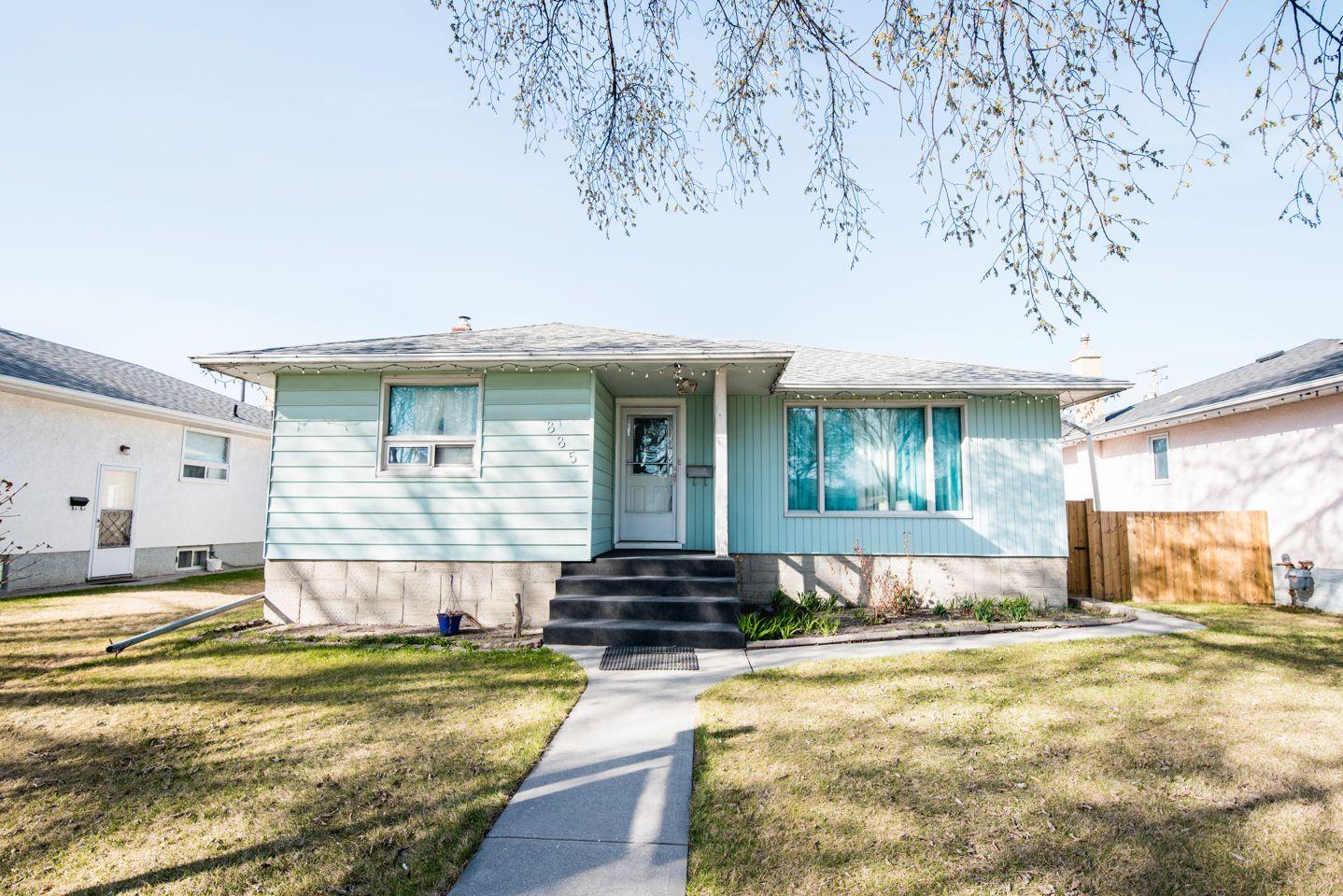 Main Photo: 885 Inkster Boulevard in Winnipeg: Old Kildonan Single Family Detached for sale (4F)