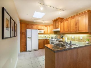 """Photo 9: 304 3088 W 41ST Avenue in Vancouver: Kerrisdale Condo for sale in """"LANESBOROUGH"""" (Vancouver West)  : MLS®# R2323364"""