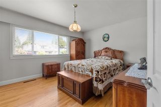 Photo 10: 980 WINSLOW Avenue in Coquitlam: Central Coquitlam House for sale : MLS®# R2589870