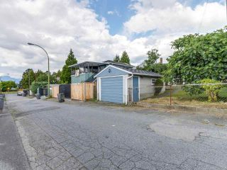"""Photo 16: 4281 VICTORIA Drive in Vancouver: Victoria VE House for sale in """"CEDAR COTTAGE"""" (Vancouver East)  : MLS®# R2151080"""