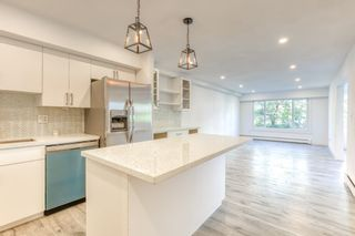 Photo 2: 204 1381 MARTIN STREET: White Rock Condo for sale (South Surrey White Rock)  : MLS®# R2493493