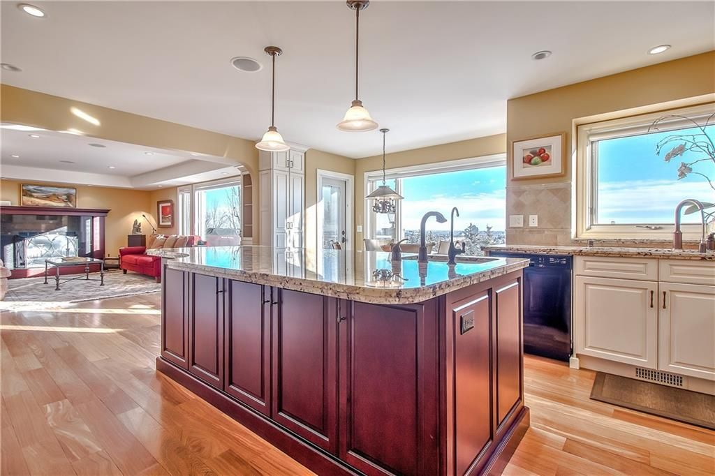 Photo 11: Photos: 153 SIGNATURE Close SW in Calgary: Signal Hill Detached for sale : MLS®# C4283177