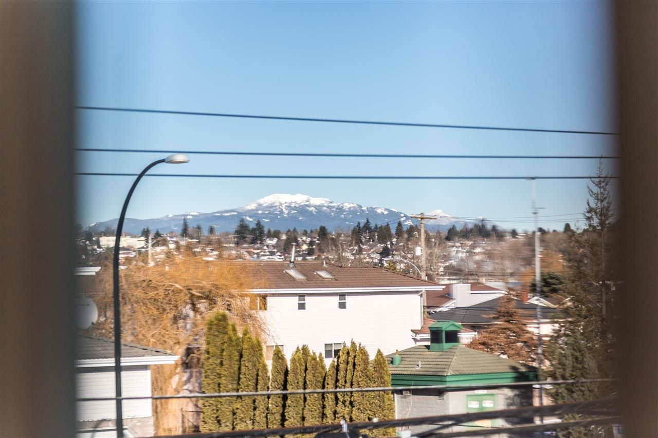 Photo 2: Photos: 722 EWEN Avenue in New Westminster: Queensborough House for sale : MLS®# R2244646