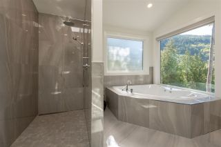 "Photo 12: 1024 GOAT RIDGE Drive: Britannia Beach House for sale in ""Britannia Beach"" (Squamish)  : MLS®# R2528236"