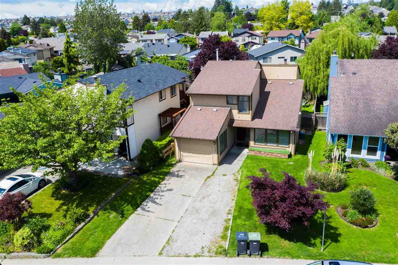 Main Photo: 2267 WILLOUGHBY Way in Langley: Willoughby Heights House for sale : MLS®# R2486367