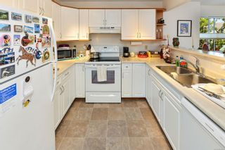 Photo 6: 201 9717 Third St in Sidney: Si Sidney South-East Condo for sale : MLS®# 884173