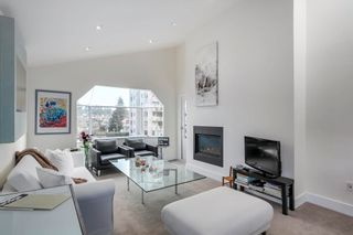 """Photo 3: 401 1340 DUCHESS Avenue in West Vancouver: Ambleside Condo for sale in """"Duchess Lane"""" : MLS®# R2594864"""