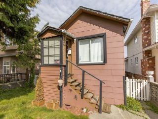 Photo 10: 3123 E 4TH Avenue in Vancouver: Renfrew VE House for sale (Vancouver East)  : MLS®# R2106855