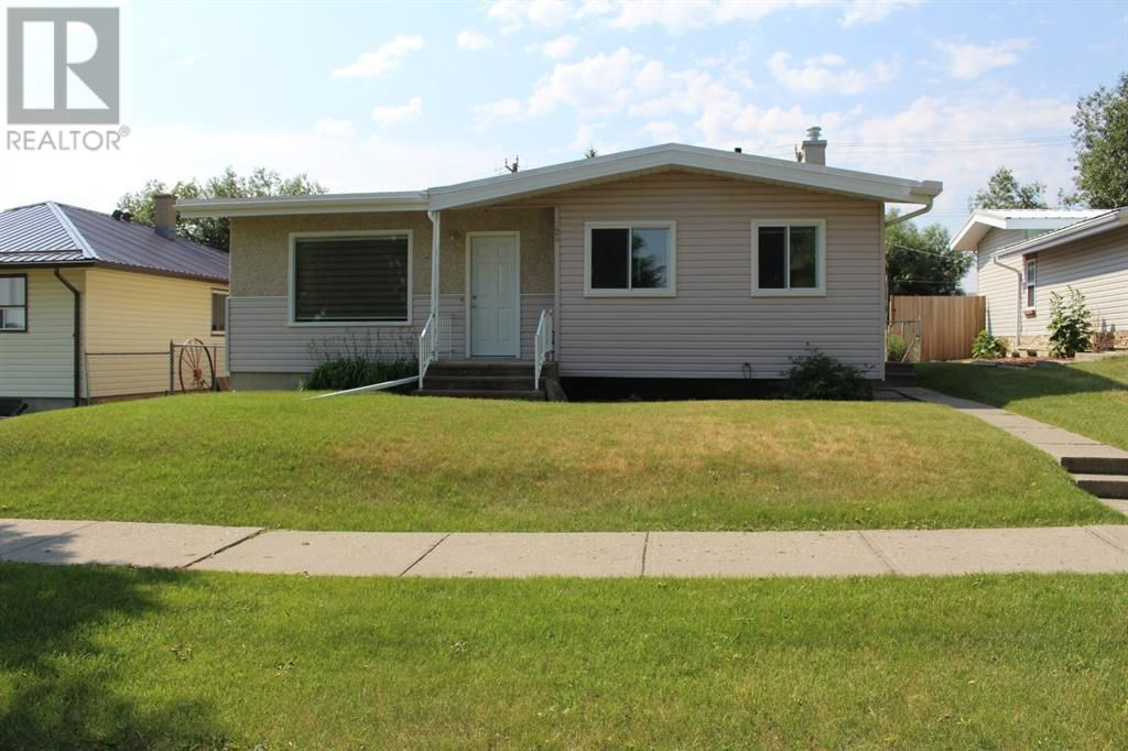 Main Photo: 728 McDougall Street in Pincher Creek: House for sale : MLS®# A1142581