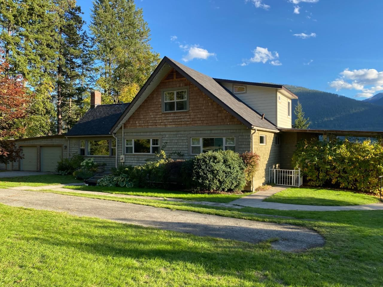 Main Photo: 5930 STAFFORD ROAD in Nelson: House for sale : MLS®# 2461427