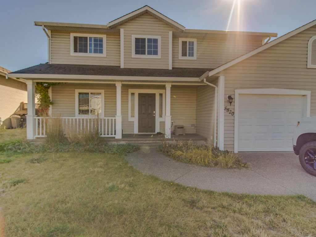 Main Photo: 5820 Oriole Drive in Vernon: House for sale : MLS®# 10217186