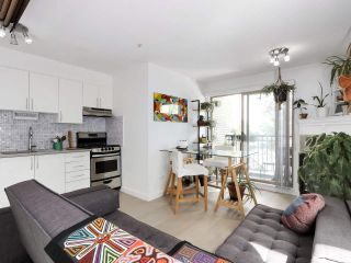 """Photo 4: 312 688 E 16TH Avenue in Vancouver: Fraser VE Condo for sale in """"Vintage Eastside"""" (Vancouver East)  : MLS®# R2510286"""