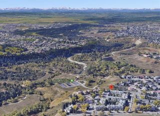 Photo 2: 212 13104 ELBOW Drive SW in Calgary: Canyon Meadows Row/Townhouse for sale : MLS®# C4297681