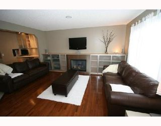 Photo 3: 175 VALLEY CREST Close NW in CALGARY: Valley Ridge Residential Detached Single Family for sale (Calgary)  : MLS®# C3337510