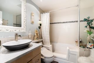 """Photo 11: 202 1033 MARINASIDE Crescent in Vancouver: Yaletown Condo for sale in """"QUAYWEST"""" (Vancouver West)  : MLS®# R2623495"""