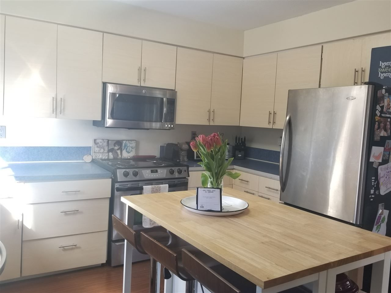 Photo 2: Photos: 32325 BRANT Avenue in Mission: Mission BC 1/2 Duplex for sale : MLS®# R2563803