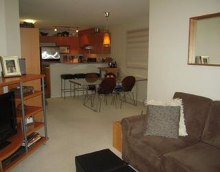 """Photo 3: 264 1100 E 29TH Street in North_Vancouver: Lynn Valley Condo for sale in """"HIGHGATE"""" (North Vancouver)  : MLS®# V766015"""