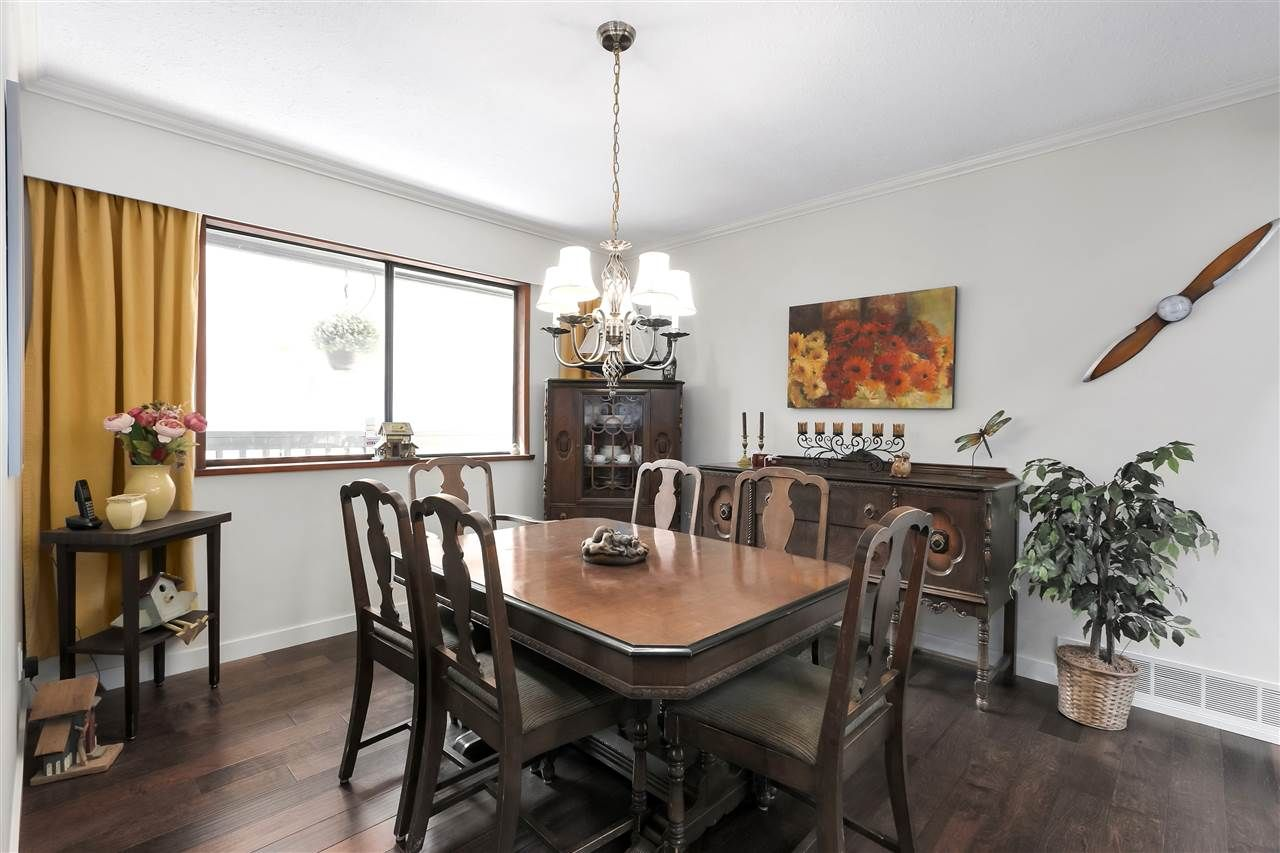 """Photo 11: Photos: 4727 MOUNTAIN Highway in North Vancouver: Lynn Valley House for sale in """"Upper Lynn"""" : MLS®# R2491401"""