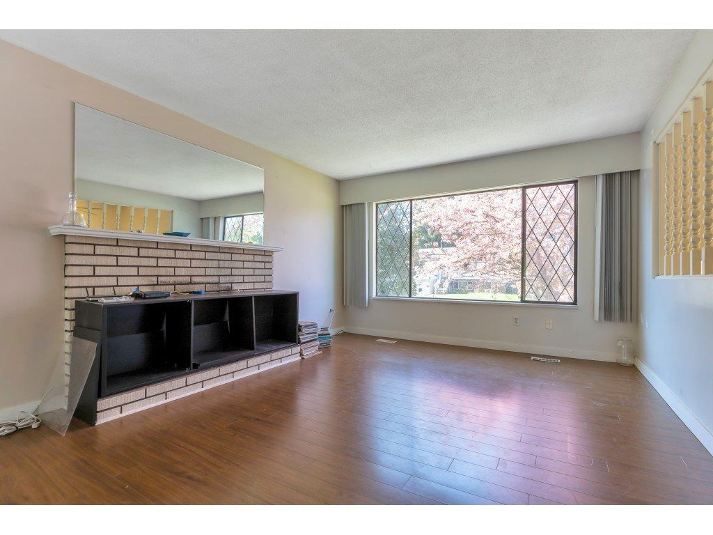 Photo 3: Photos: 10276 145 Street in Surrey: Guildford House for sale (North Surrey)  : MLS®# R2566192