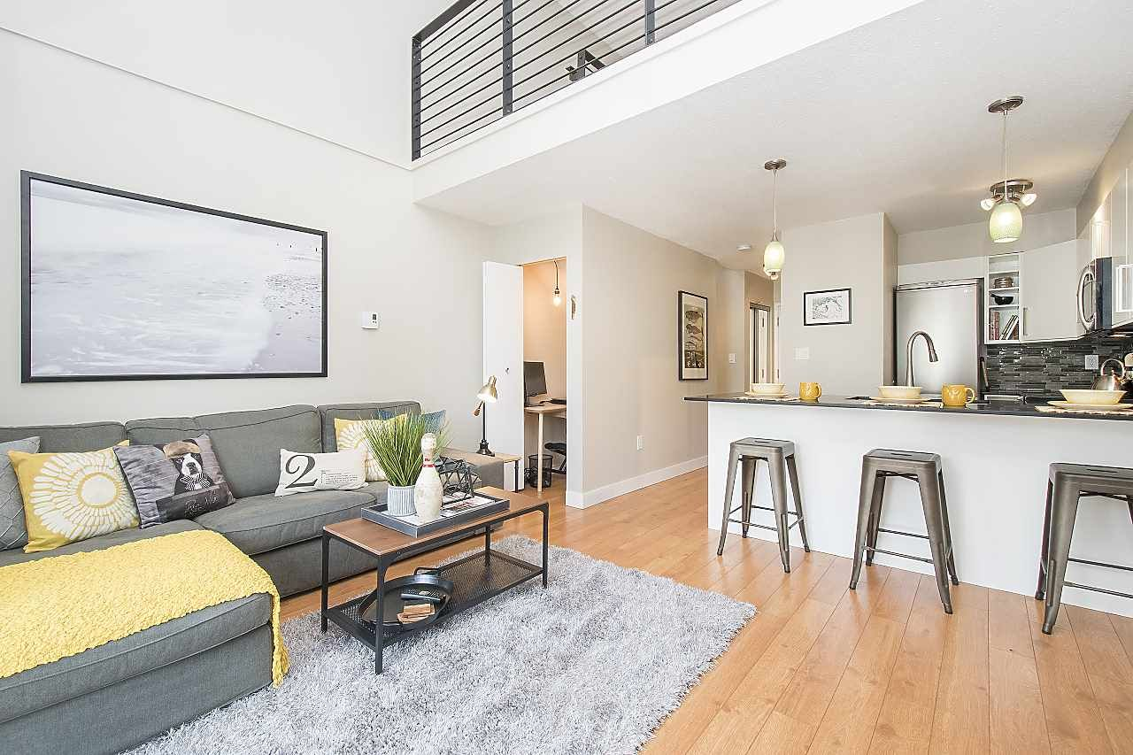 """Main Photo: 304 620 BLACKFORD Street in New Westminster: Uptown NW Condo for sale in """"DEERWOOD COURT"""" : MLS®# R2246699"""