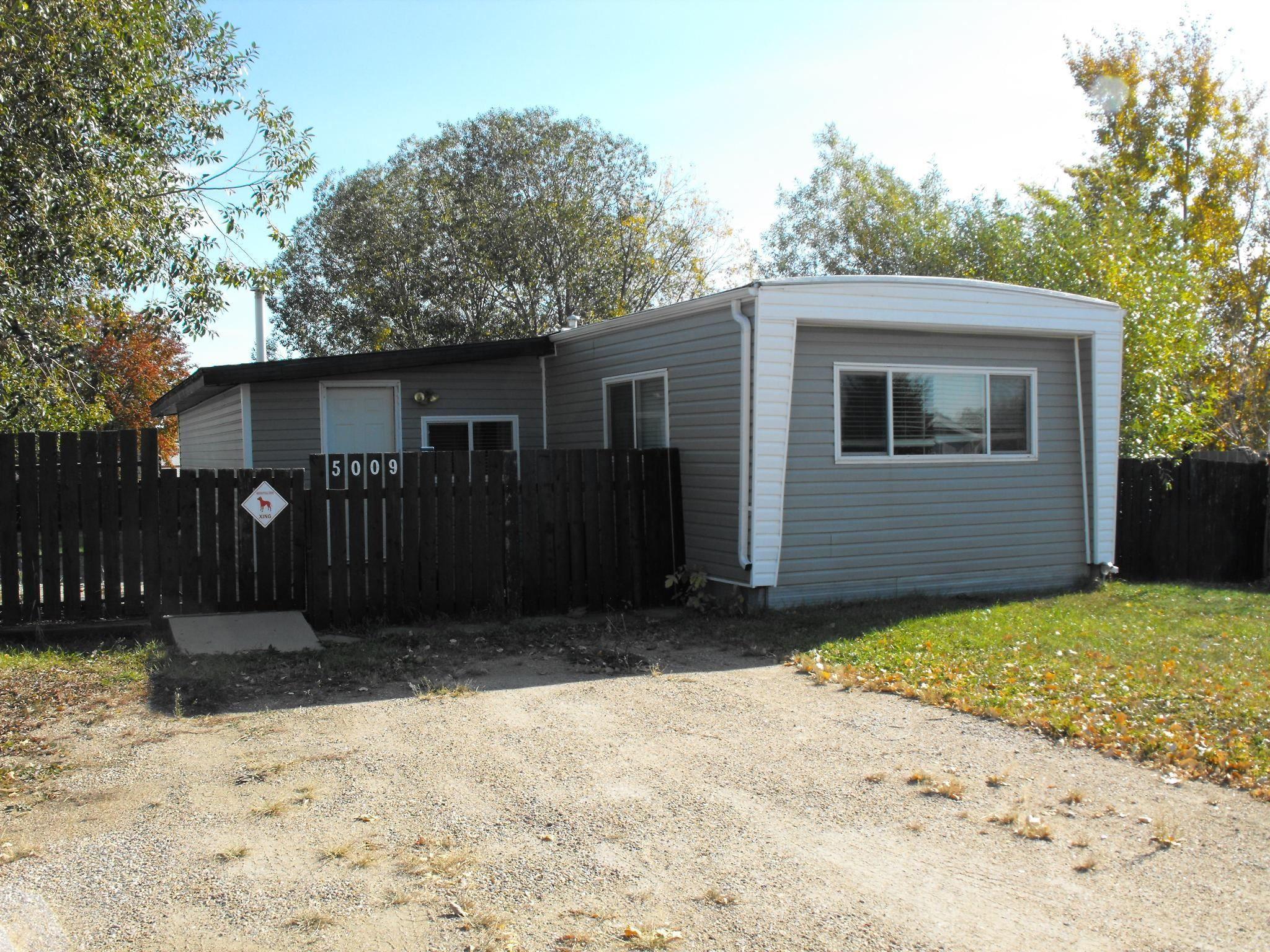 Main Photo: 5009 56 Street: Elk Point House for sale : MLS®# E4265897